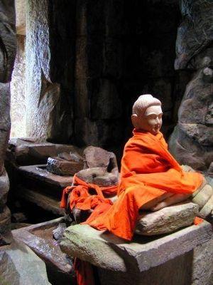 Encounters in Ta Keo - Angkor Wat