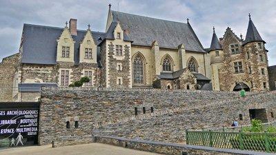 Château d'Angers, La Chapelle Sainte-Geneviève Chapelle Saint Jean Baptiste