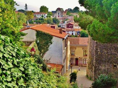 Le Quartier Saint Antoine (from near the château entrance)