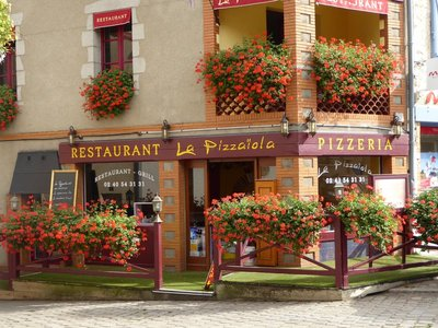 Pizzaria in Clisson - beautiful flowers