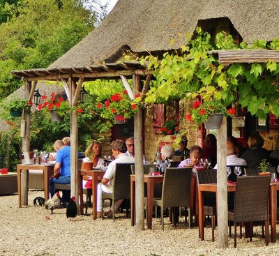 Auberge de Kerhinet with friendly chickens