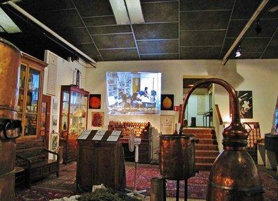 Entrance and movie at Musée des Arômes du Parfum