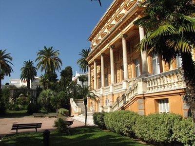 Leaving the Musée des Beaux-Arts; notice the fountain