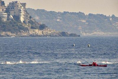 Nice Triathlon swimmers arriving