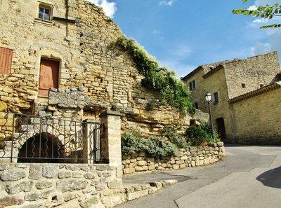 Walk up to the Château d'Ansouis