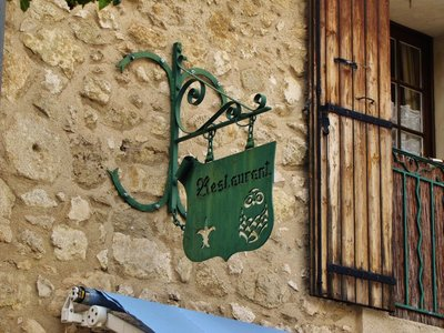 L'Auberge du Castellas old sign with the owl
