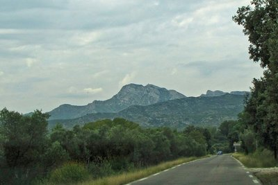 Driving into Eyguières from Lamanon