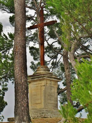 Cross in the grounds of the Old Church (Eglise Haute) in Bonnieux