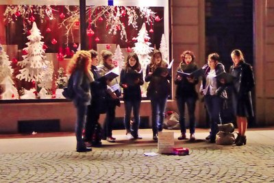 Carolers at the Cathedral Square . . . fun