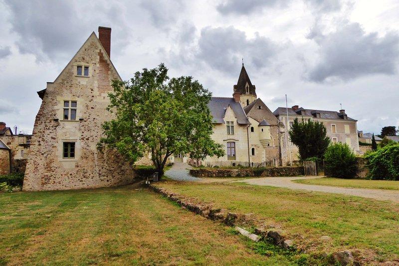 Priory Saint-Rémy-la-Varenne
