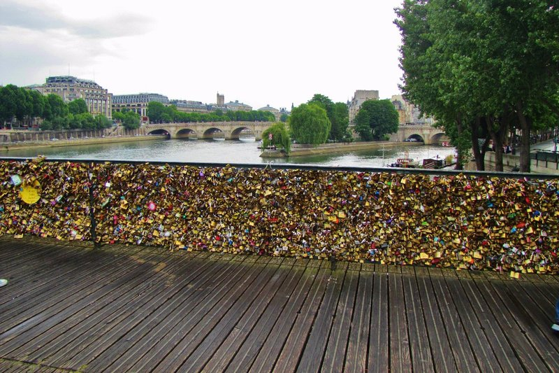 Pont des Arts before they removed the Love Locks