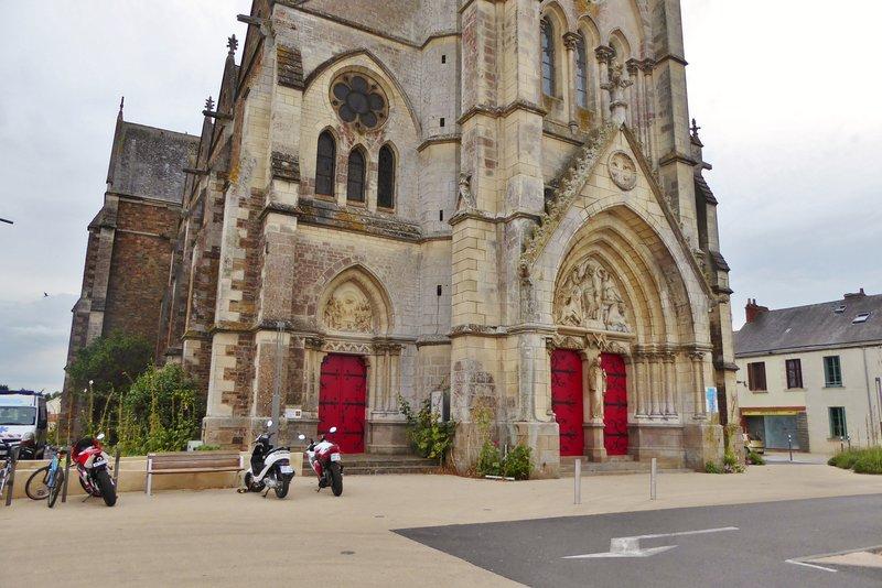 Saint Philibert et Saint Jacques sur Logne in downtown St.-Philbert-de-Grand-Lieu