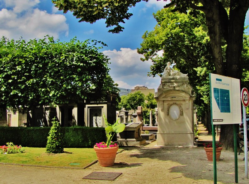 Entrance to Montparnasse Cemetery in Paris with map