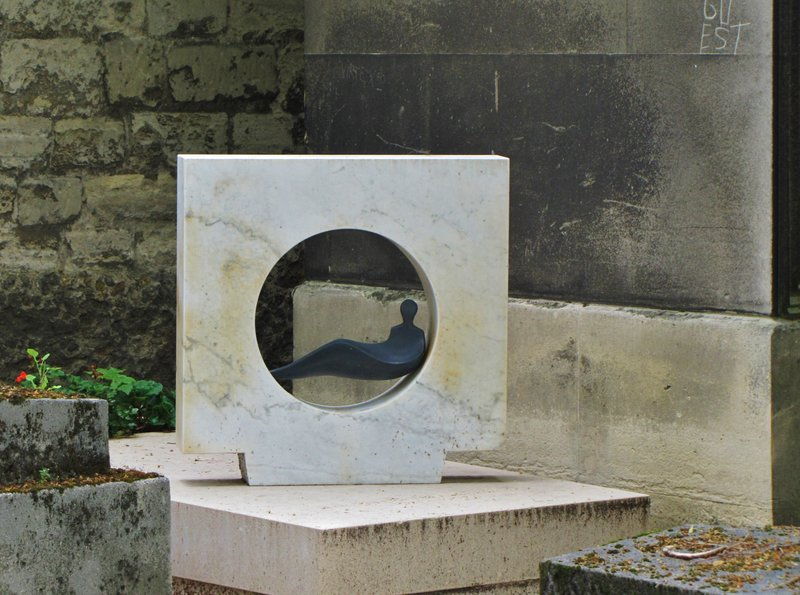 Very modern sculpture set in marble at Montparnasse Cemetery in Paris