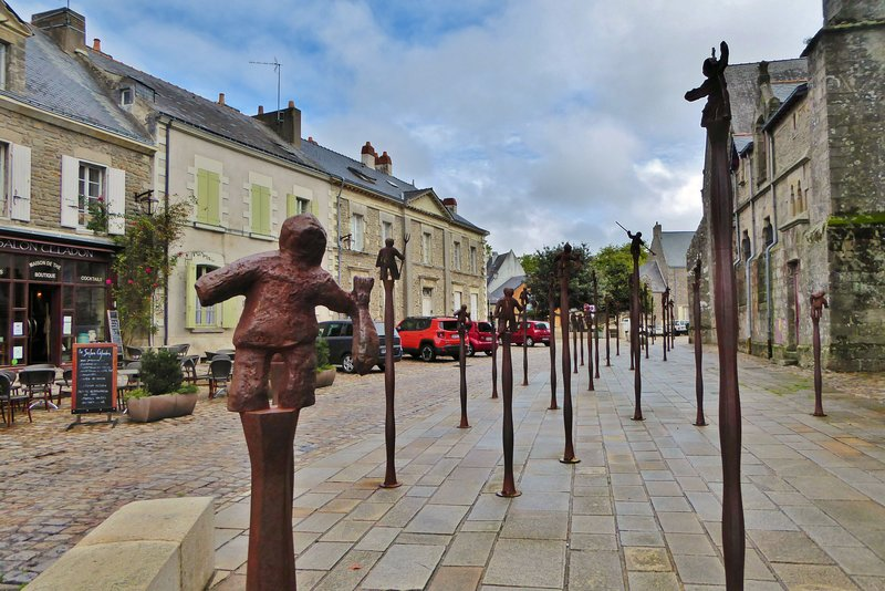 Tiny sculptures by Nicolas Fédorenko outside St. Aubin's in Guérande
