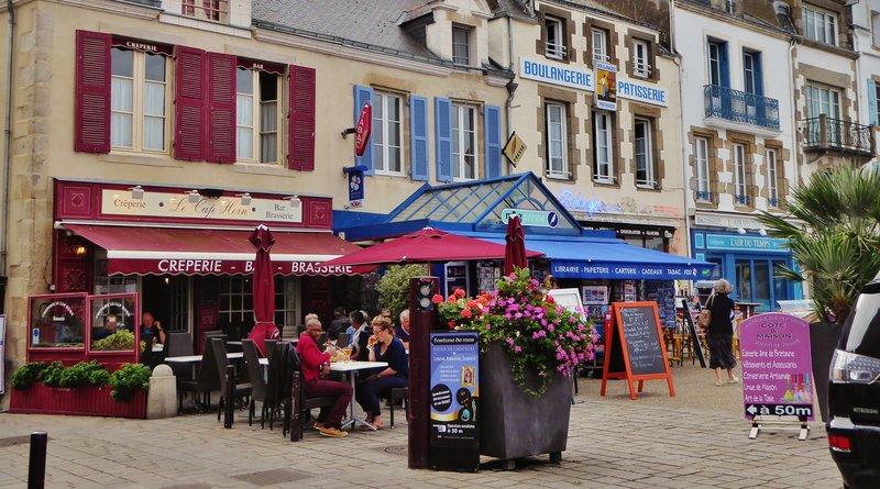 Harbor scene in Le Croisic