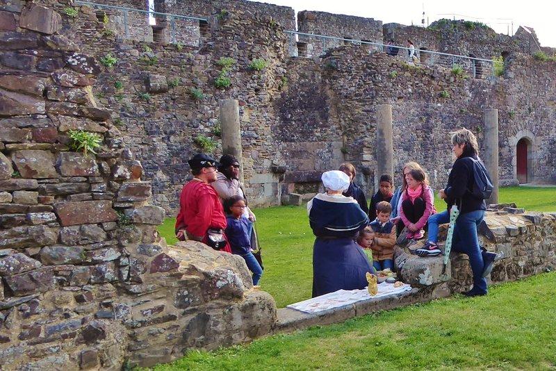 Docent activity in the Château de Fougères