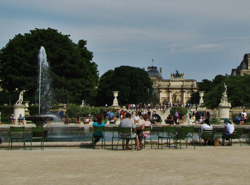 Looking across the Grand Rond to the Arc de Triomphe du Carrousel