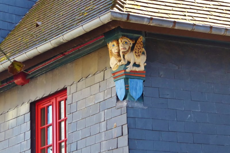 Painted Carving near the roof of l'Absinthe Hôtel in Honfleur
