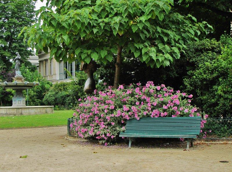 Flowers along Allée Marcel Proust