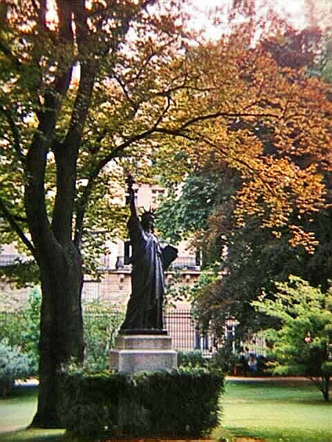 1996 photo of the Luxembourg Gardens Statue of Liberty