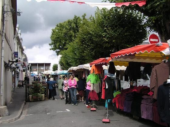 Market Day in Montrichard - Montrichard