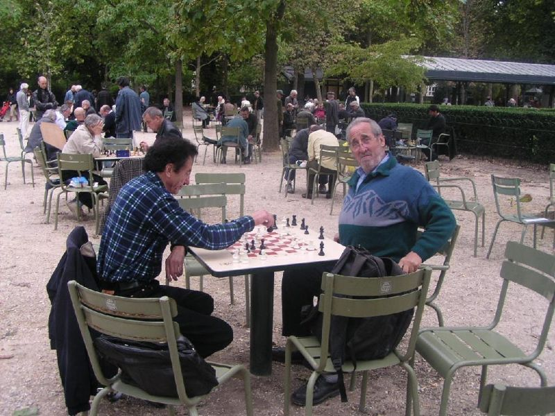 Checkmate! - Playing chess in Paris