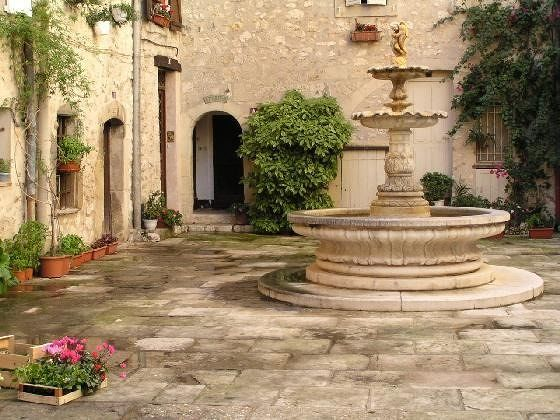 Fountain in a courtyard with flowers in Tourrettes-sur-Loup