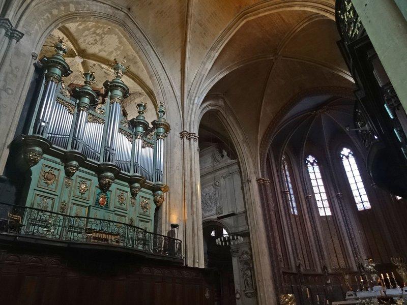 Organ at Cathédrale St. Sauveur