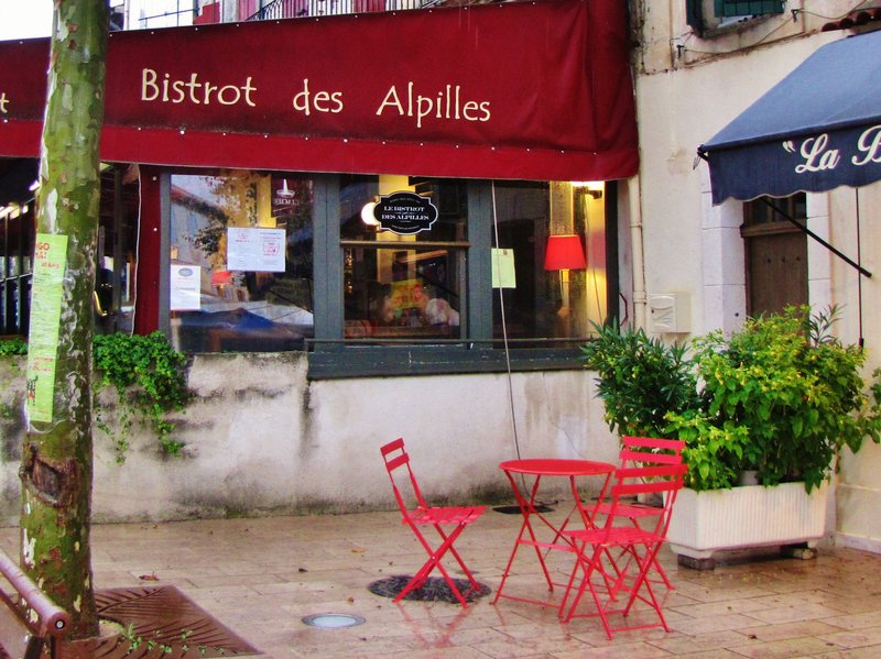 Le Bistrot des Alpilles in the rain
