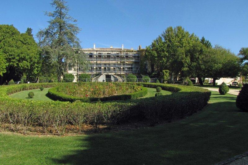 Château_d'Estoublon under scaffolding