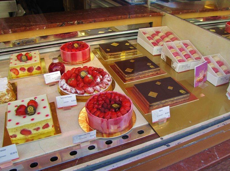 Dalloyau Pastry Shop in Paris - Yum!