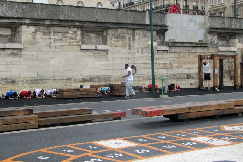 Exercise class at the Berges of the Seine