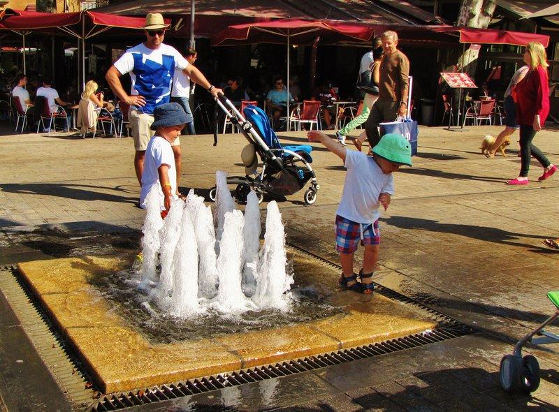 Small fountain at Place de la Rotonde