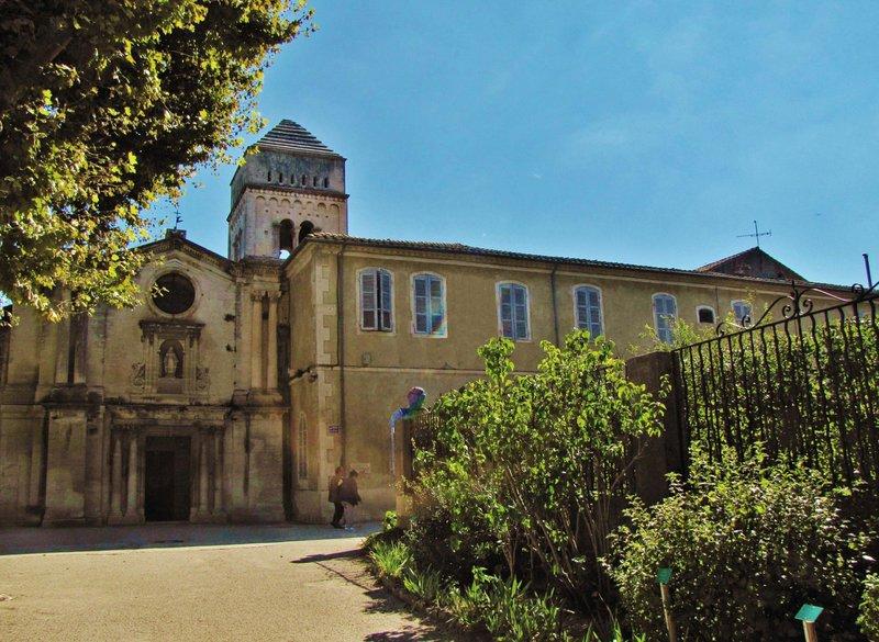 Cloître Saint Paul, the church and monastery