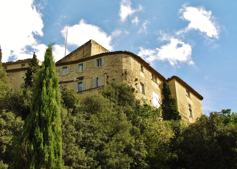 View of the Château d'Ansouis from parking