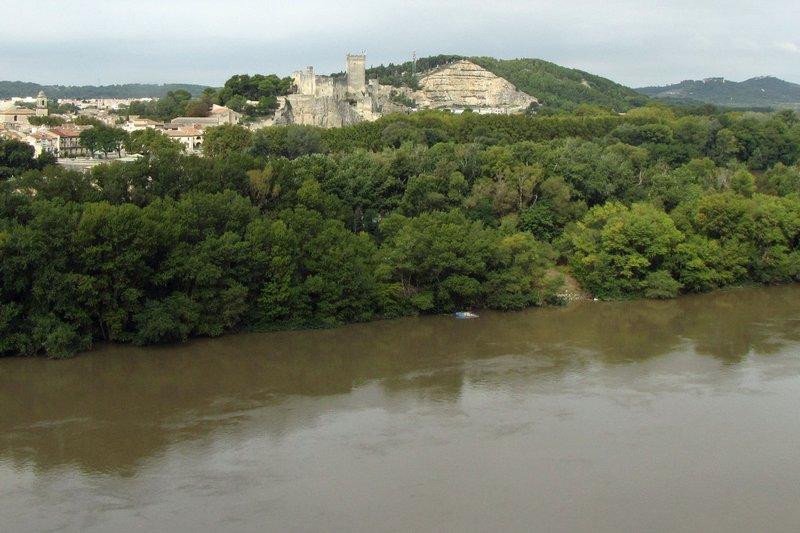 Château de Beaucaire across the river from Château de Tarascon