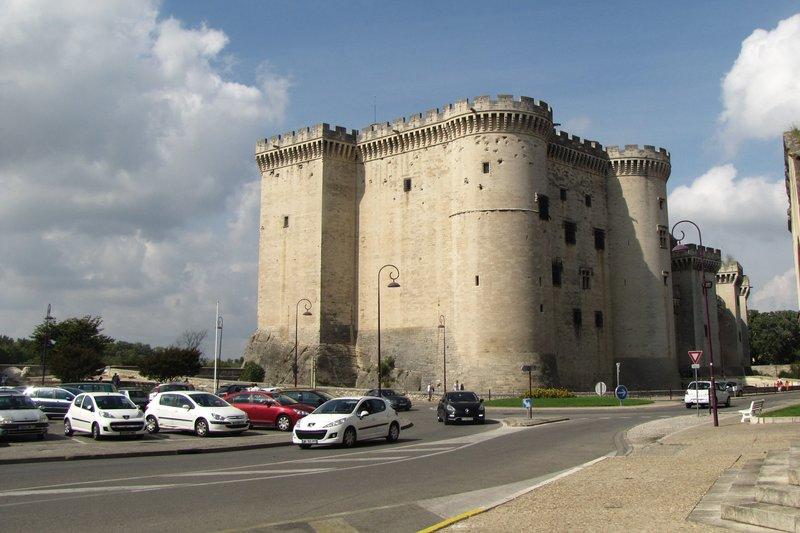 Château de Tarascon and parking