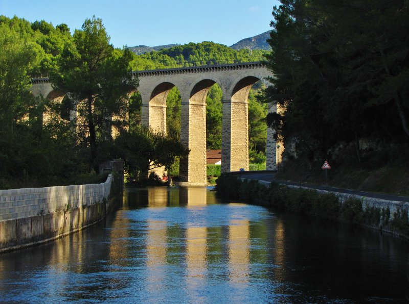 Bridge over the Sorgue River near Fontaine-de-Vaucluse