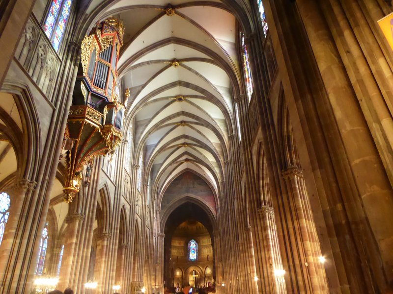 Nave and organ at the Cathédrale Notre Dame de Strasbourg