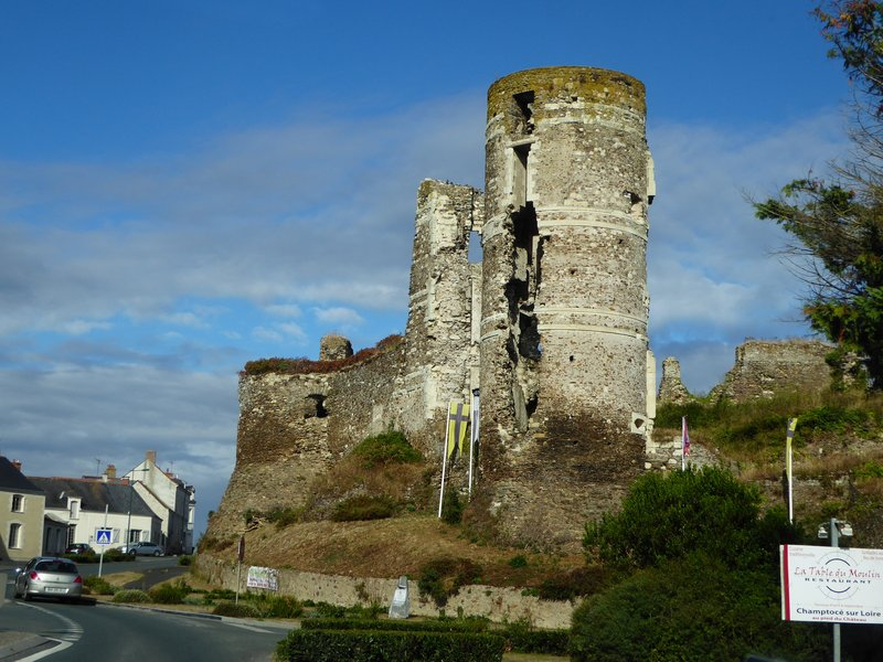 Ruined castle by the road at Champtocé-sur-Loire