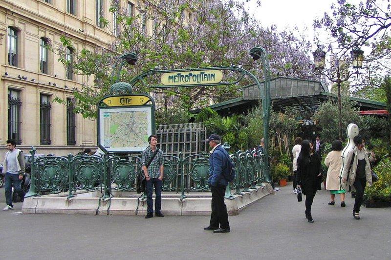 Cité Metro Stop near Notre Dame Cathedral