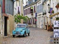 Azay-le-Rideau with a cute car