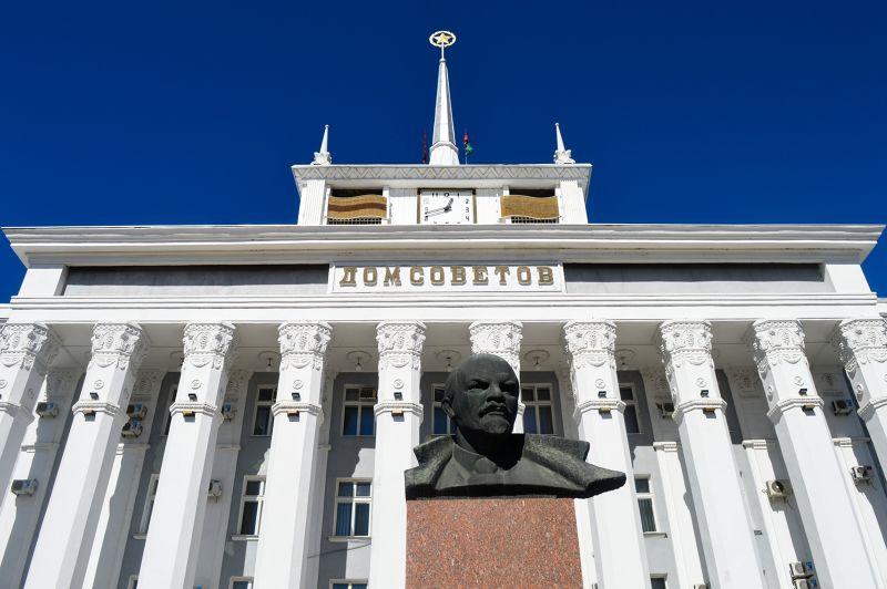Lenin outside House of the Soviets, Tiraspol, Transnistria