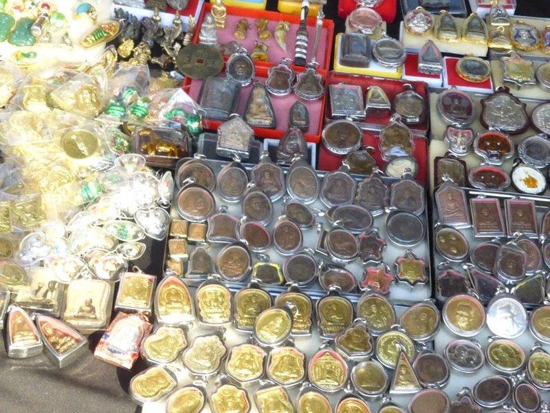 Chinatown, amulets