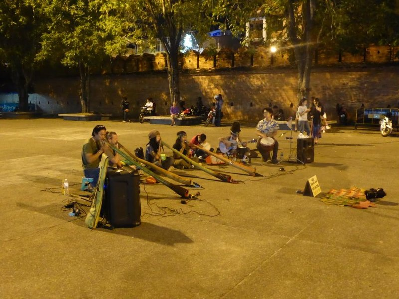 didgeridoo band