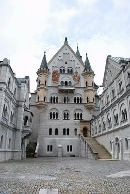 Neuschwanstein - Court yard