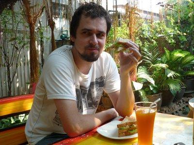 Csabesz első thai reggelije, ami egy csirkés szendvics