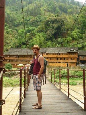 a lengőhíd, ami a faluba vezetett
