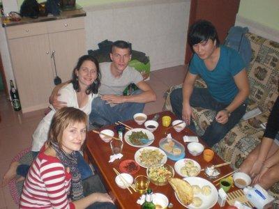 családi összeröffenés étkezés céljából